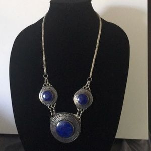 Silver three stone be necklace